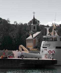 Ferry en kerkje op Utö